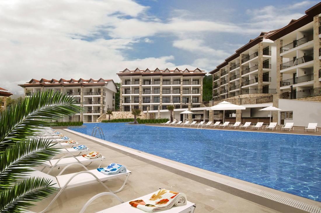 Luxury Hotel: RAMADA RESORT BY WYNDHAM AKBUK