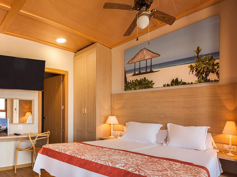 Magic natura animal water park polynesian lodge resort for Supreme themed bedroom