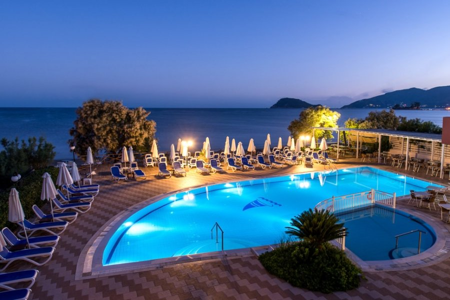 Luxury Hotel: Mediterranean Beach Resort