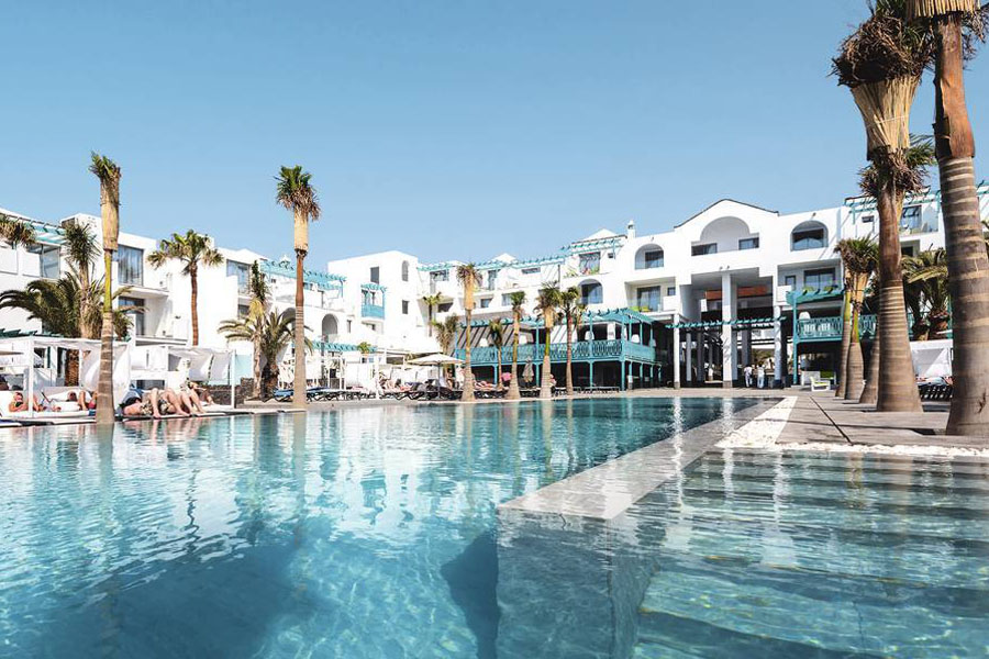 Luxury Hotel: Barcelo Teguise Beach