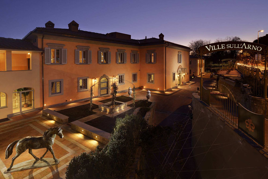 Luxury Hotel: Ville sull'Arno