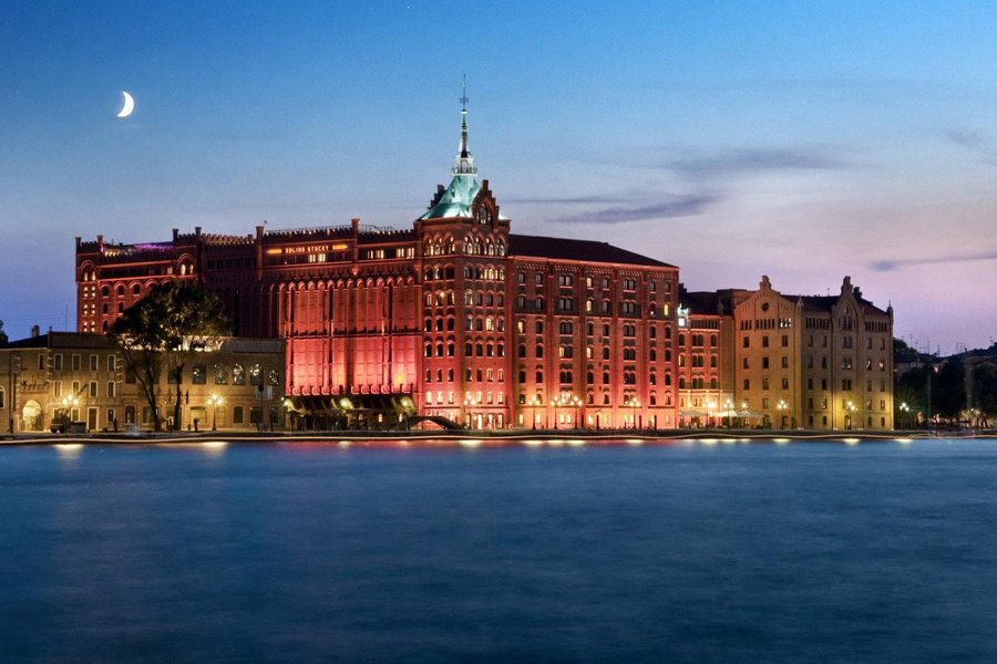 Luxury Hotel: Hilton Molino Stucky Venice
