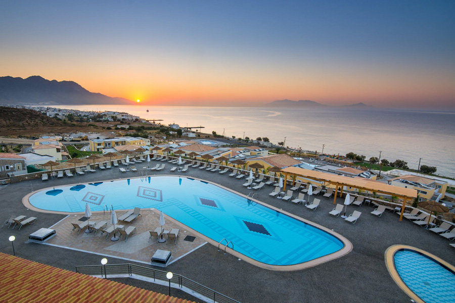 Luxury Hotel: GRAND BLUE BEACH HOTEL