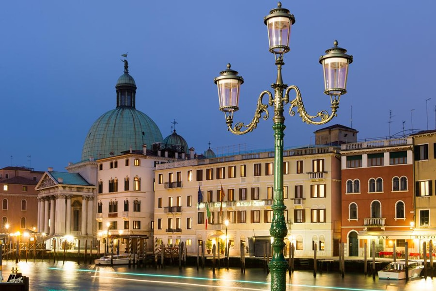 Luxury Hotel: Carlton On The Grand Canal