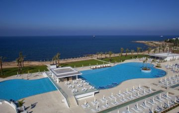 Luxury Hotel: KING EVELTHON BEACH HOTEL & RESORT