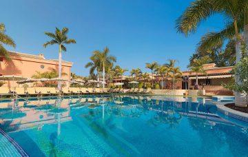 Luxury Hotel: GREEN GARDEN RESORT & SUITES