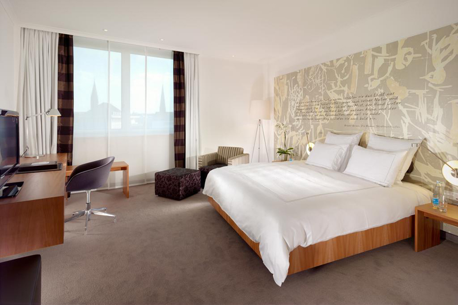 swissotel bremen going luxury. Black Bedroom Furniture Sets. Home Design Ideas