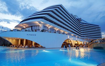 Luxury Hotel: TITANIC BEACH LARA