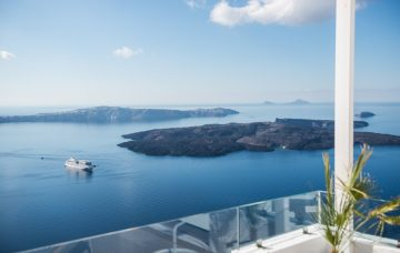 Luxury Hotel: ON THE ROCKS SANTORINI