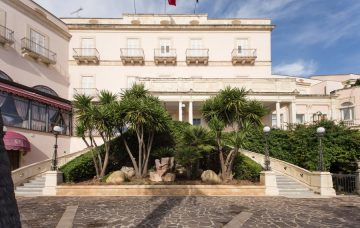 Luxury Hotel: GRAND HOTEL VILLA POLITI 1862