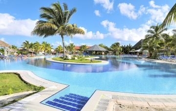Luxury Hotel: PLAYA PESQUERO RESORT SUITES & SPA