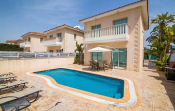 Luxury Hotel: AMADORA LUXURY VILLAS