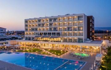 Luxury Hotel: LOUIS IVI MARE